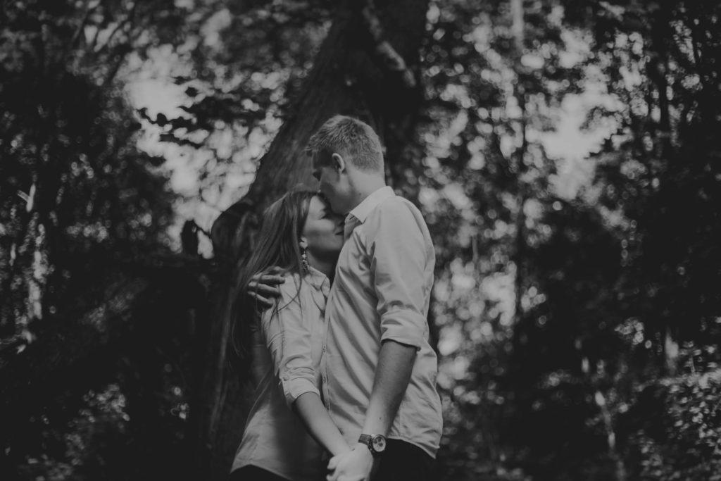 dwoje zakochanych fotografia ślubna
