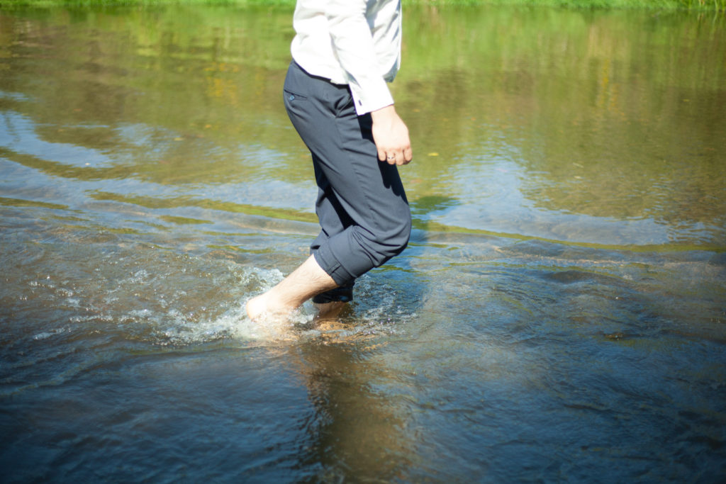 Plener ślubny nad rzeką - sesja ślubna Otwock