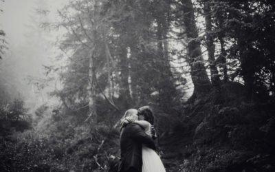 Miłość w Górach – Plener ślubny w deszczu i mgle