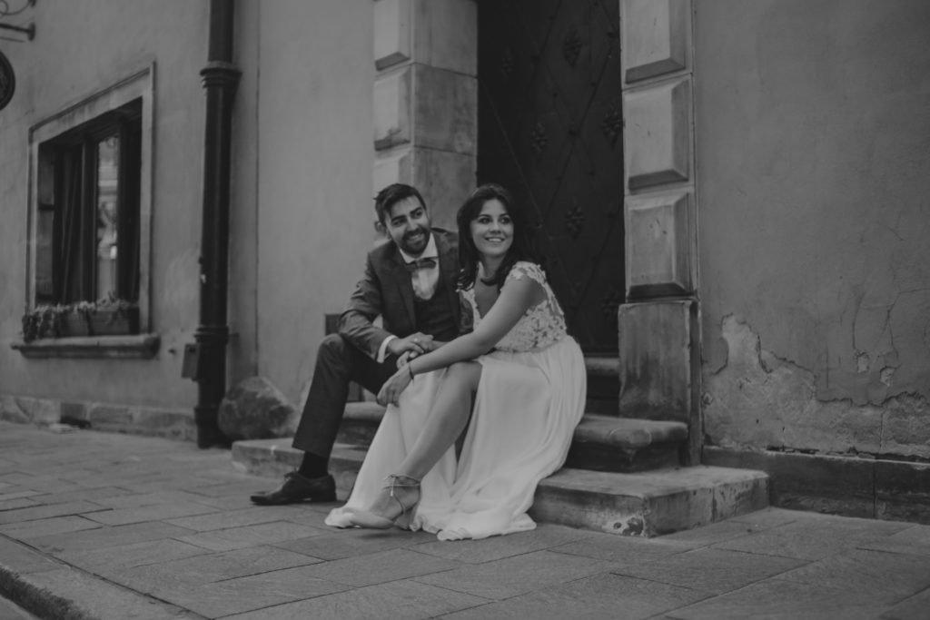 Sesja ślubna na łące pod Warszawą