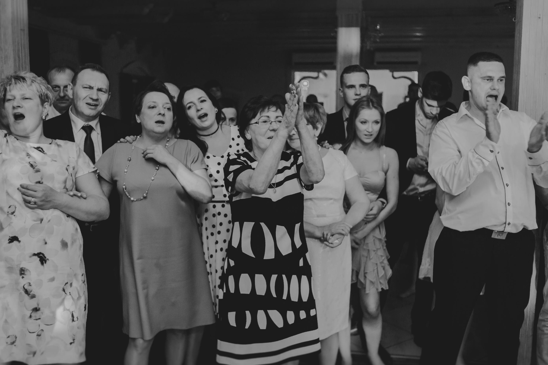 rodzina na weselu