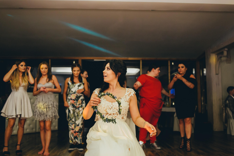 rzut wiankiem na weselu