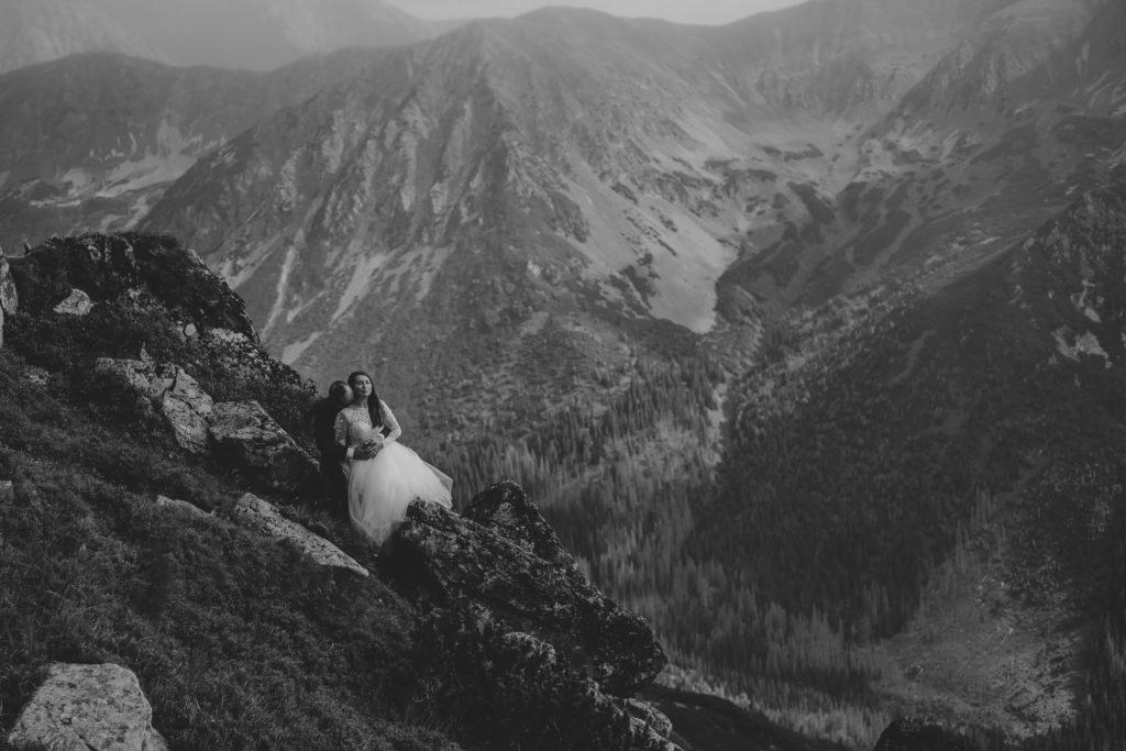 czarno białe zdjęcia ślubne