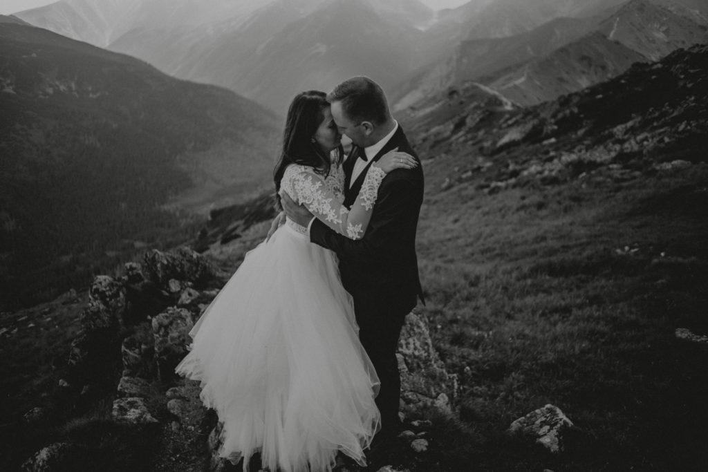 czułe zdjęcia ślubne