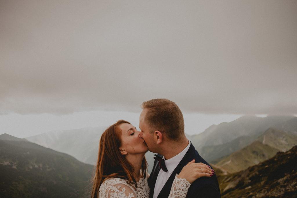 pocałunek w górach