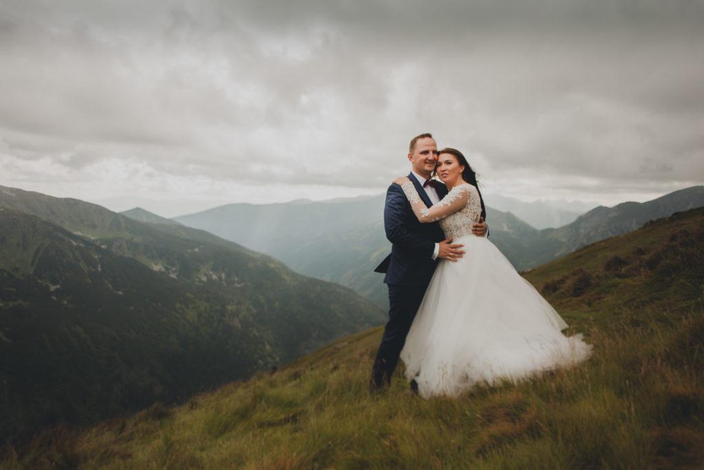 romantyczna sesja w górach