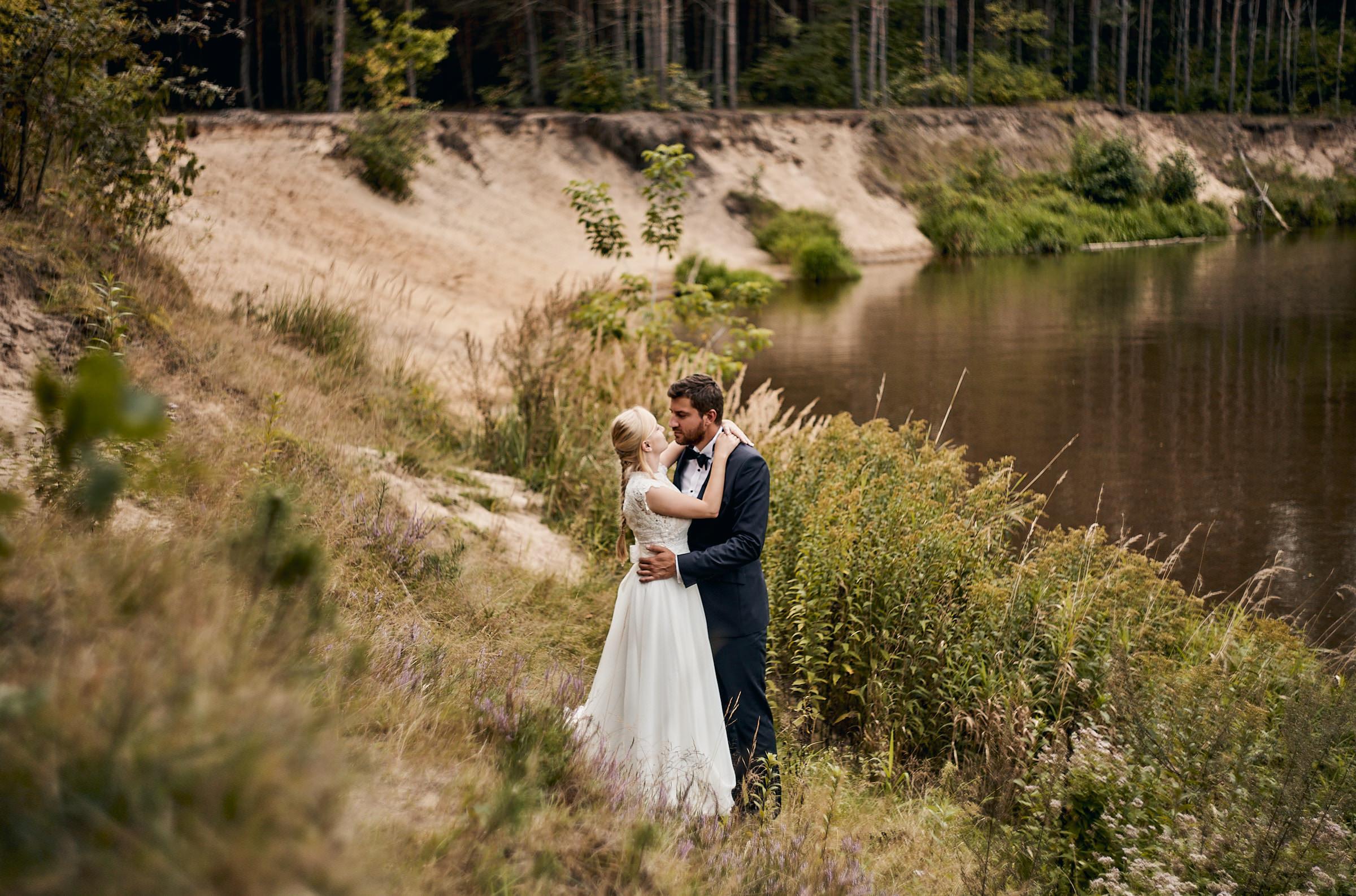 sesja ślubna nad rzeką świder
