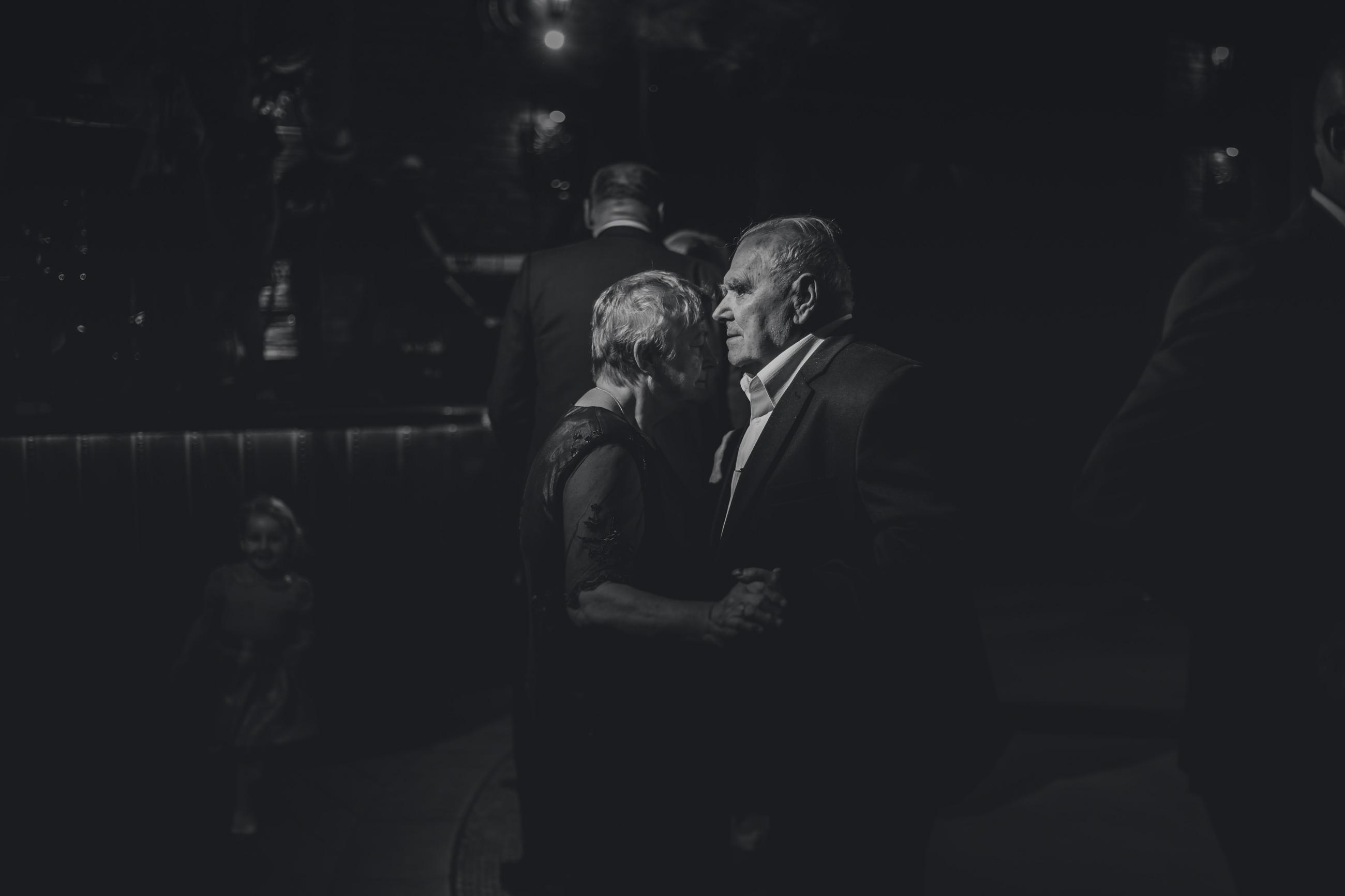 dziadkowie na weselu