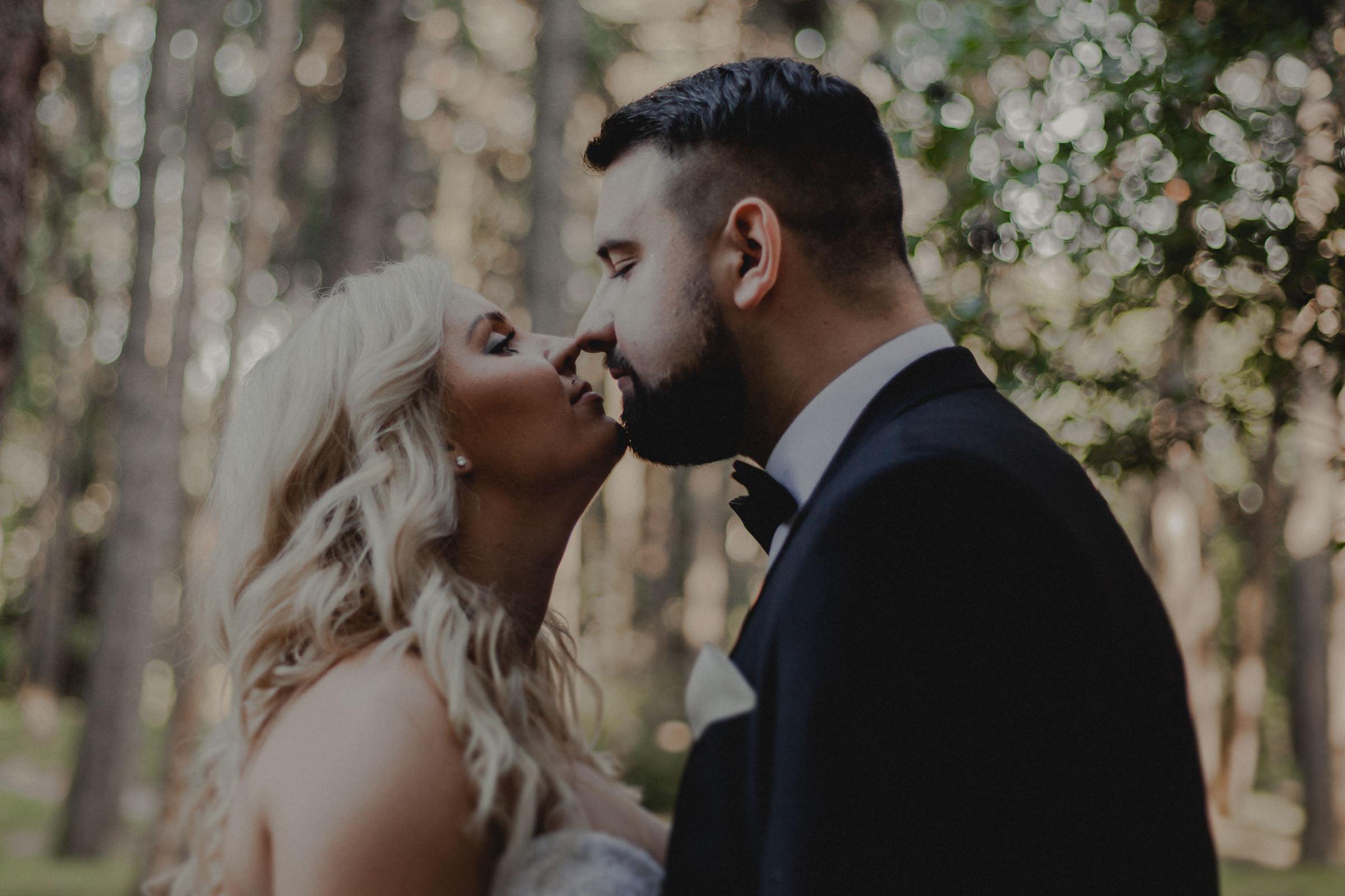 bliskość na zdjęciach ślubnych