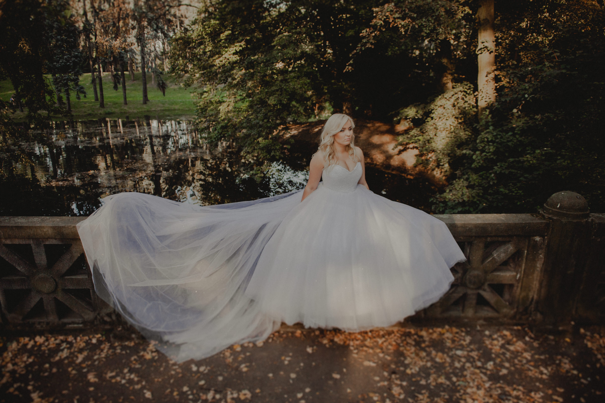 wytworna suknia ślubna