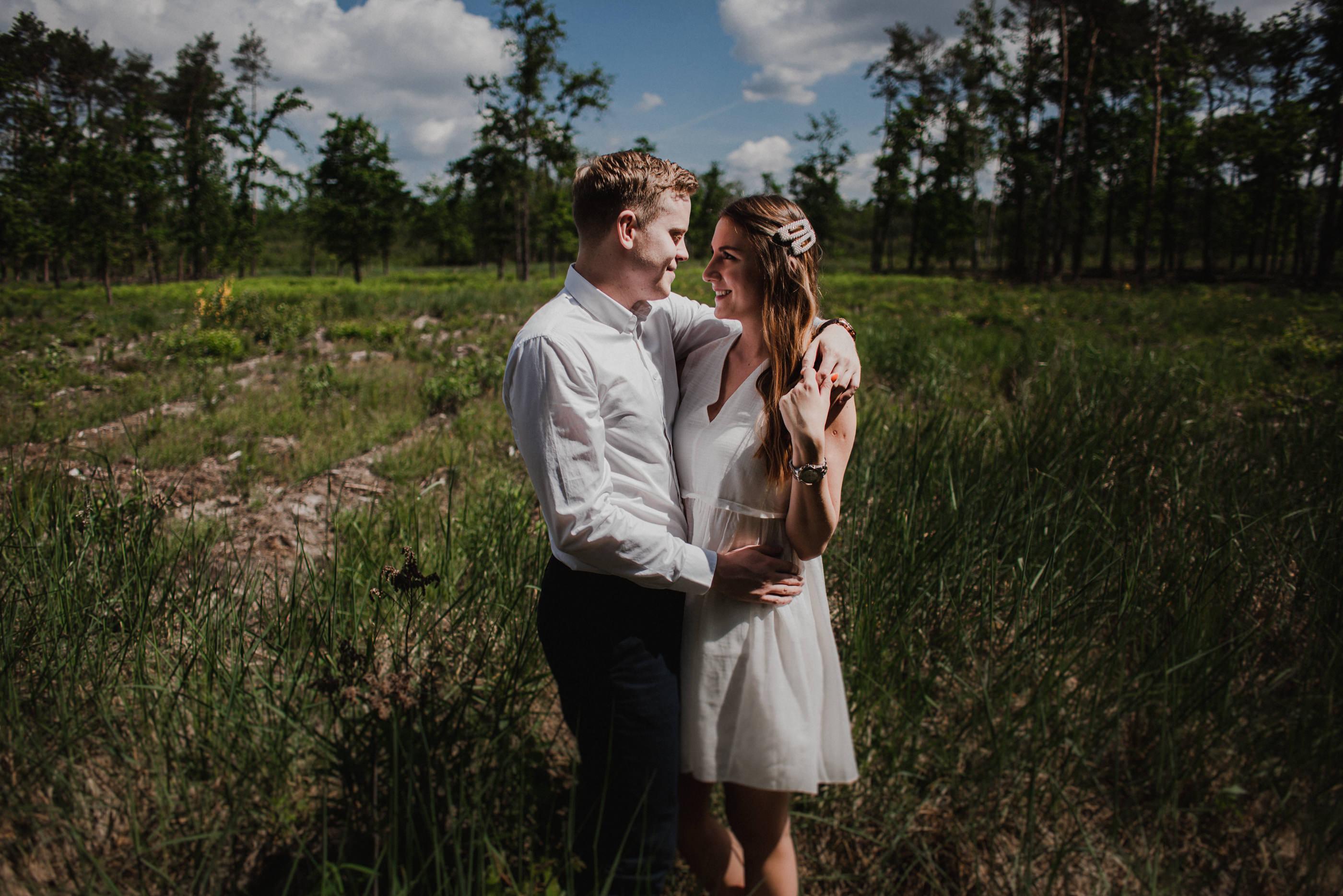 Krótka historia o miłości - Sesja narzeczeńska w lesie