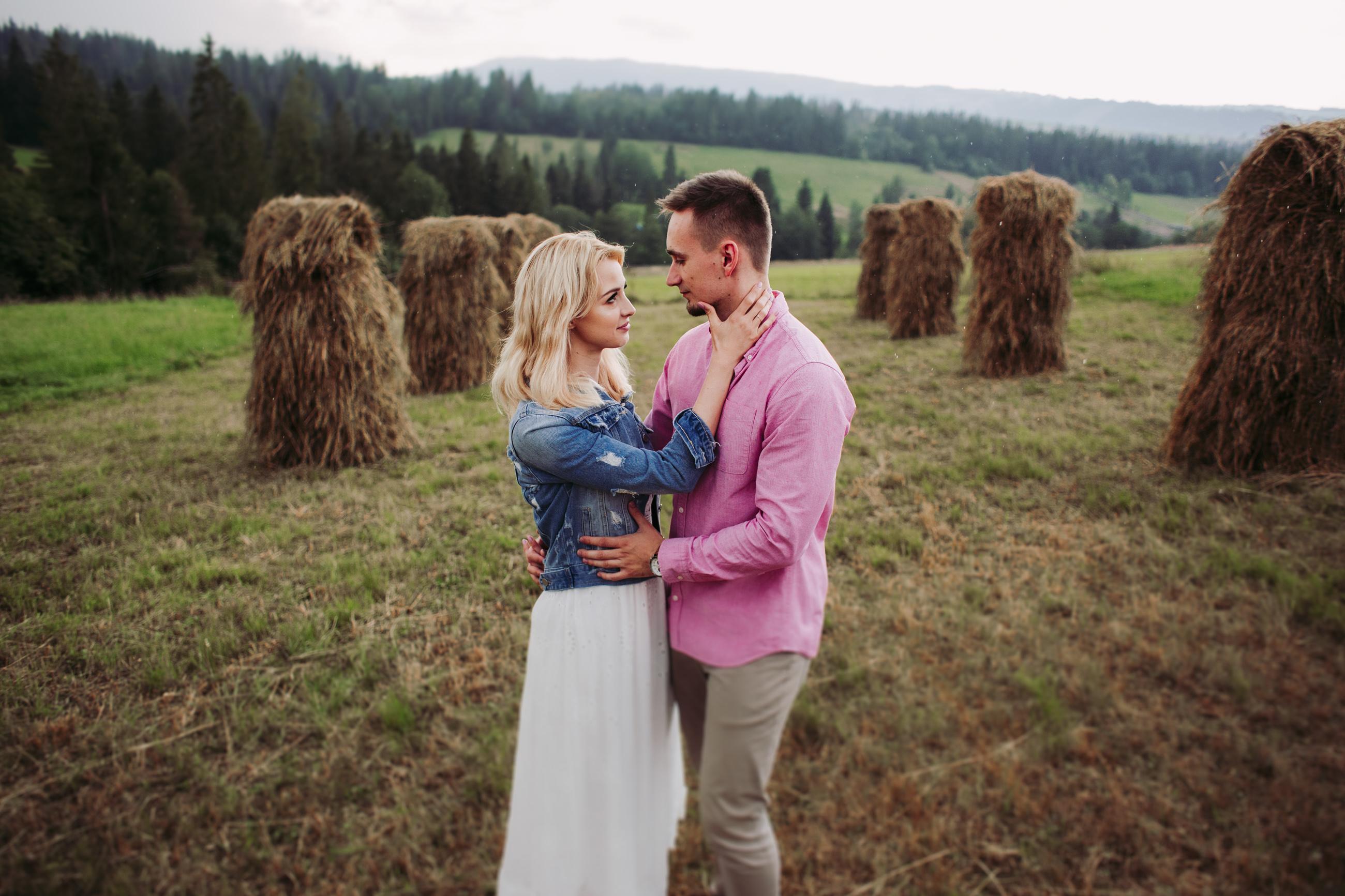 Romantyczna sesja narzeczeñska w górach
