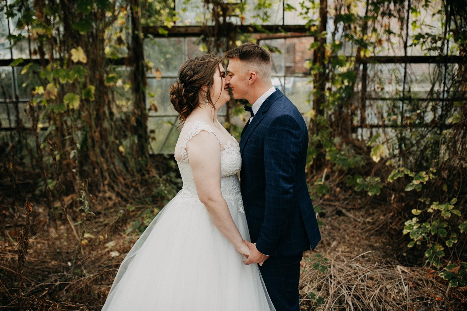 Jesienna sesja ślubna w szklarni