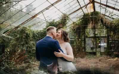 Jesienna sesja ślubna w szklarni i w lesie