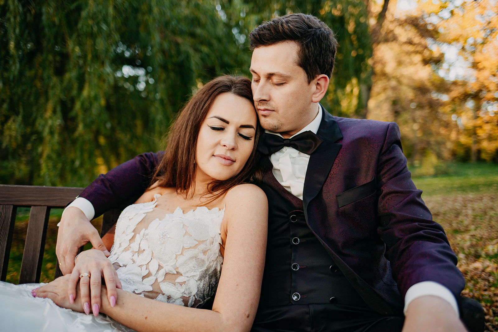 plener ślubny o zachodzie słońca w parku