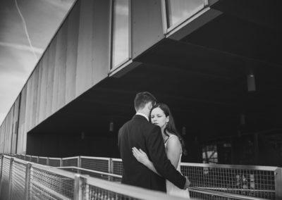 sesja ślubna przy barierkach