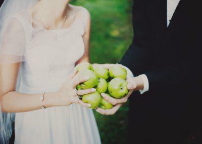 sesja ślubna jabłka