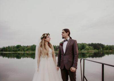 sesja ślubna przy jeziorze