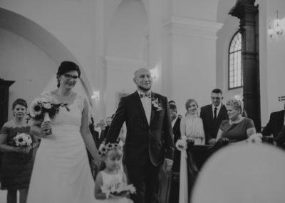 sesja ślubna kościól