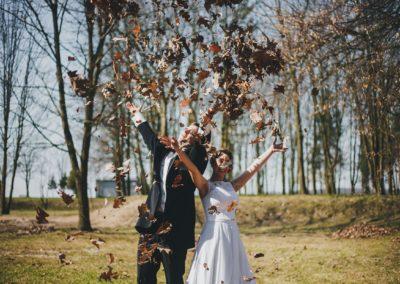 sesja ślubna liście