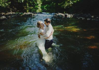 sesja ślubna nad rzeką
