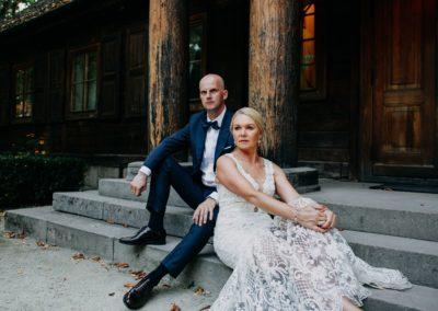 sesja ślubna na schodach