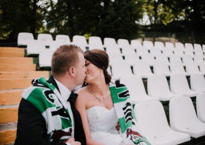 sesja ślubna na stadionie