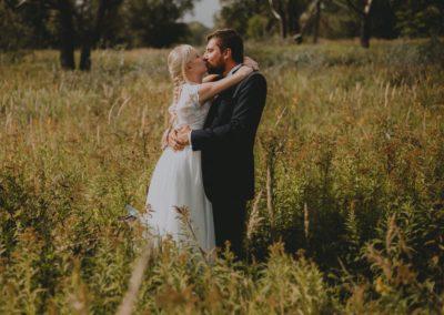 sesja ślubna aleksandra i szczepan na łące