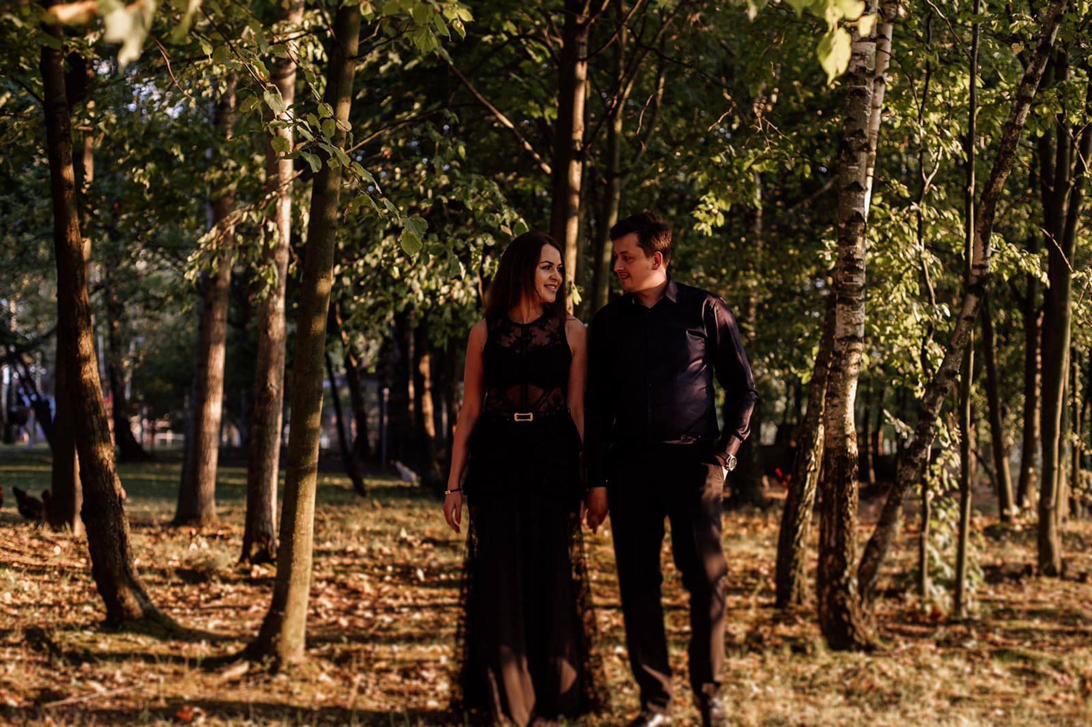 zdjęcia pary w lesie