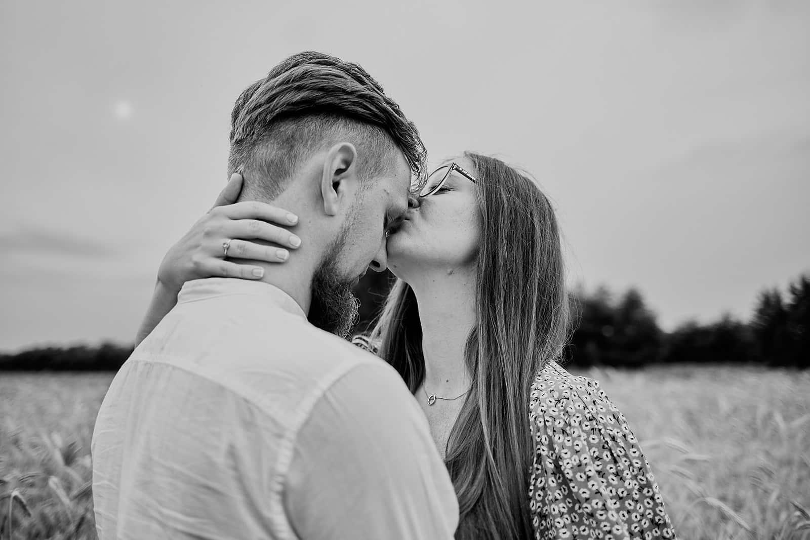 Sesja narzeczeńska Otwock Naturalna i pełna miłości