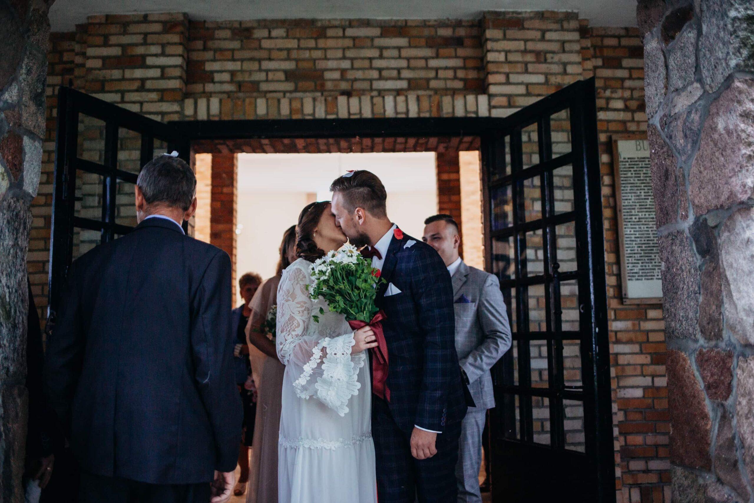 Rustykalne wesele w stodole Mościbrody